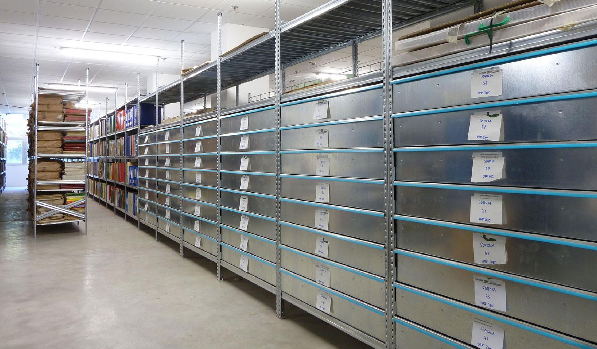 scaffalatura leggera magazzino